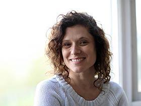 אלונה גרנות-טיפול במתבגרים בסקייפ