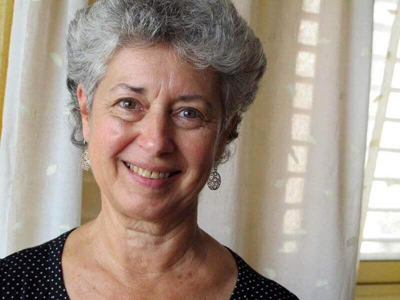 סוזן קדם - פסיכותרפיסטית מטפלת בתנועה
