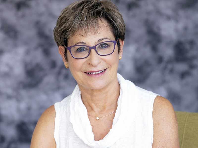 שרה בונס - פסיכותרפיסטית מוסמכת, עובדת סוציאלית קלינית.